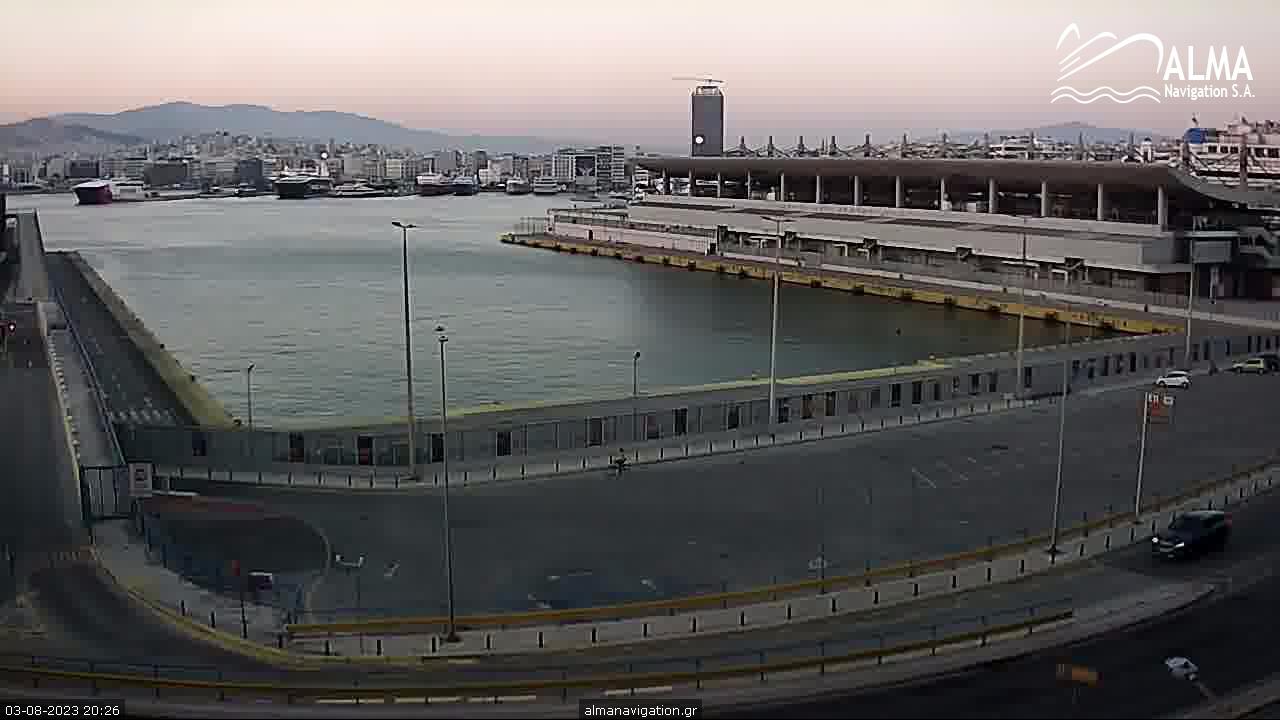 http://www.almanavigation.gr/almacam/piraeus_port.jpg
